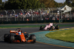 Fernando Alonso, McLaren MCL32; Esteban Ocon, Force India VJM10