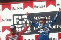 Podium: tweede plaats Ayrton Senna, McLaren Honda feliciteert racewinnaar Thierry Boutsen, Williams Renault