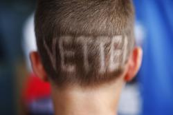 Haarschnitt eines Fans für Sebastian Vettel, Ferrari