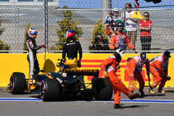 Jolyon Palmer, Renault Sport F1 Team RS17 crashed on lap one