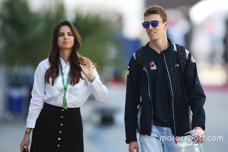 Daniil Kvyat, Scuderia Toro Rosso, his girlfriend Kelly Piquet