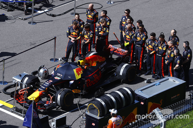Red Bull mechanics stand for the national anthem