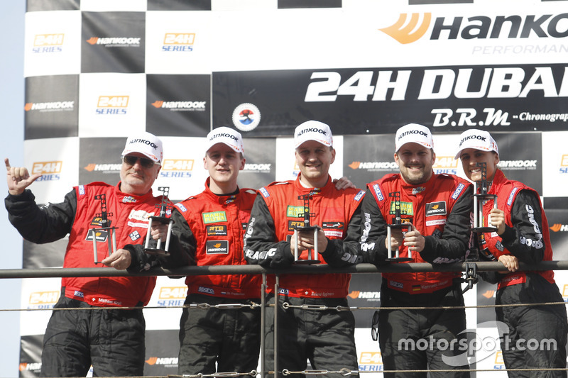 Podium: Ganador AM #1 Hofor-Racing Mercedes AMG GT3: Michael Kroll, Chantal Kroll, Roland Eggimann, Kenneth Heyer, Christiaan Frankenhout