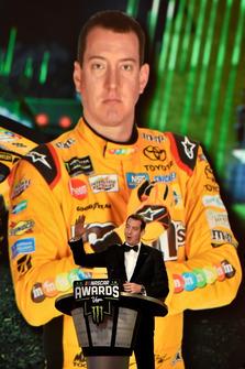 Kyle Busch, Joe Gibbs Racing, parla sul palco