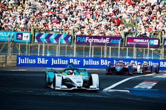 Oliver Turvey, NIO Formula E Team, NIO Sport 004 in attack mode Robin Frijns, Envision Virgin Racing, Audi e-tron FE05