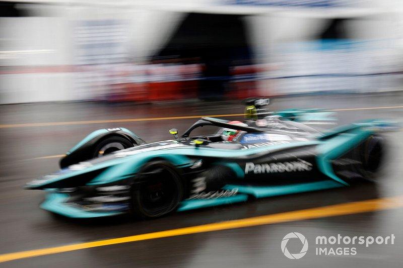 Nelson Piquet Jr., Panasonic Jaguar Racing, Jaguar I-Type 3 sale del pit lane
