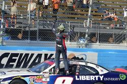 Yarış galibi William Byron, JR Motorsports Chevrolet