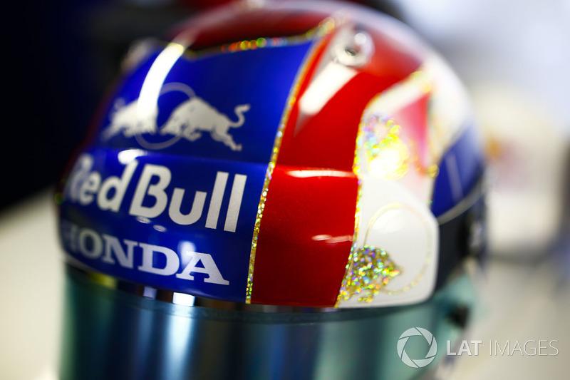 Pierre Gasly, Toro Rosso, helmet detail