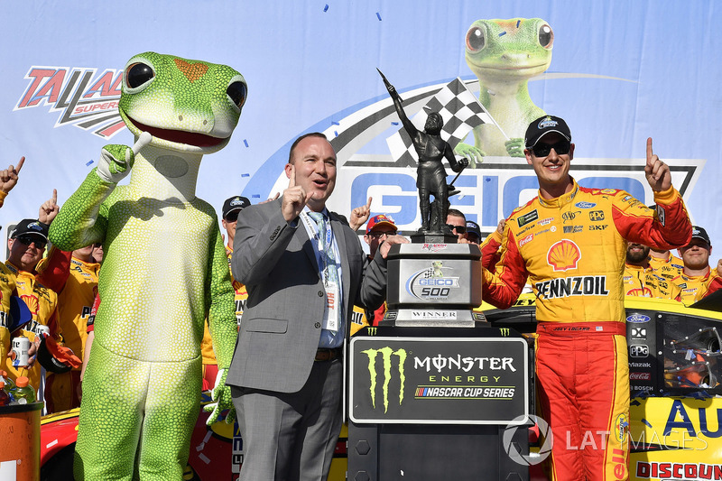 Joey Logano, Team Penske, Ford Fusion Shell Pennzoil celebrates his win in Victory Lane