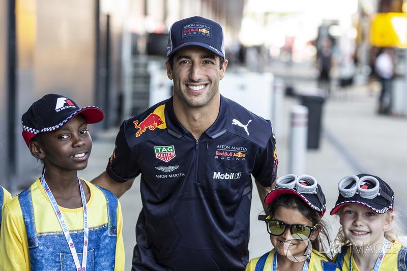 Daniel Ricciardo, Red Bull Racing con dei giovani tifosi