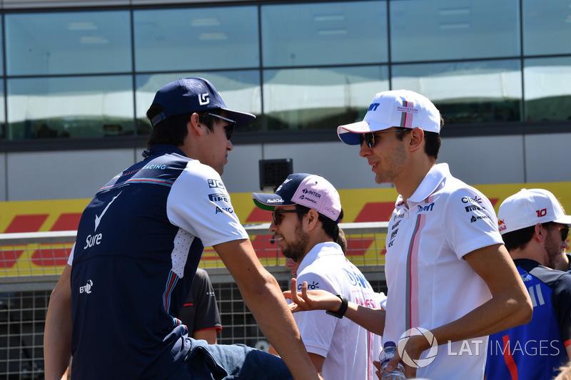 Lance Stroll, Williams y Esteban Ocon, Force India F1, en el desfile de pilotos