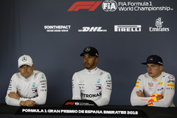 Valtteri Bottas, Mercedes-AMG F1, Lewis Hamilton, Mercedes-AMG F1 and Max Verstappen, Red Bull Racing basın toplantısındalar