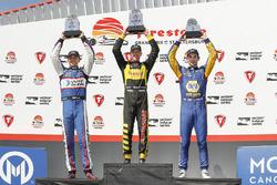 Podio: il vincitore Sébastien Bourdais, Dale Coyne Racing con Vasser-Sullivan Honda, il secondo classificato Graham Rahal, Rahal Letterman Lanigan Racing Honda, il terzo classificato Alexander Rossi, Andretti Autosport Honda