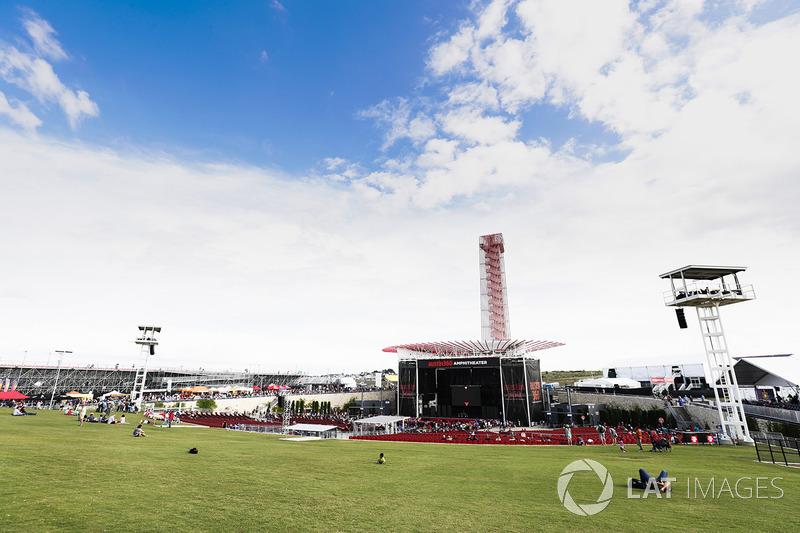 El escenario del anfiteatro de Austin 360