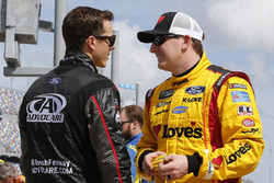 Trevor Bayne, Roush Fenway Racing Ford Fusion and Michael McDowell, Front Row Motorsports Ford Fusion