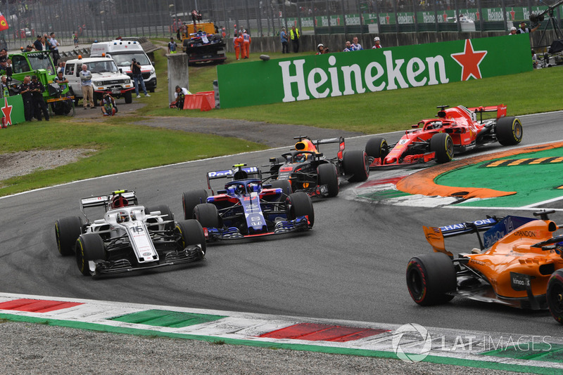 Charles Leclerc, Sauber C37, Pierre Gasly, Scuderia Toro Rosso STR13, Daniel Ricciardo, Red Bull Racing RB14 et Sebastian Vettel, Ferrari SF71H en lutte