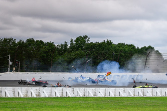 Robert Wickens, Schmidt Peterson Motorsports Honda, James Hinchcliffe, Schmidt Peterson Motorsports Honda, Ryan Hunter-Reay, Andretti Autosport Honda, Pietro Fittipaldi, Dale Coyne Racing Honda crash Todd Dziadosz