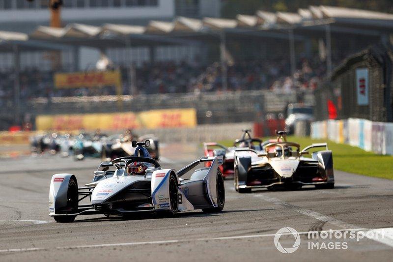 Edoardo Mortara Venturi Formula E, Venturi VFE05 leads Andre Lotterer, DS TECHEETAH, DS E-Tense FE19