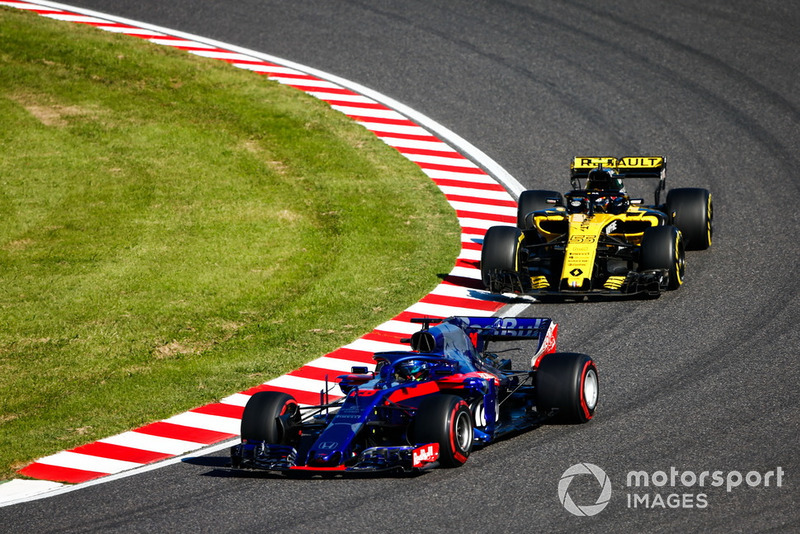 Brendon Hartley, Toro Rosso STR13, Carlos Sainz Jr., Renault Sport F1 Team R.S. 18