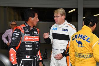 Satoru Nakajima, Aguri Suzuki et Mika Hakkinen lors d'un tour de démonstration des légendes de la F1