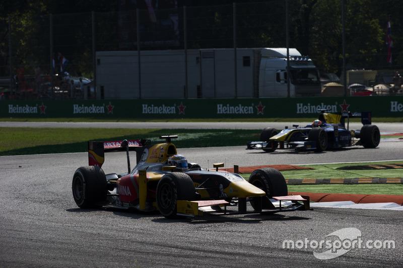 Antonio Giovinazzi, PREMA Racing leads Alex Lynn, DAMS