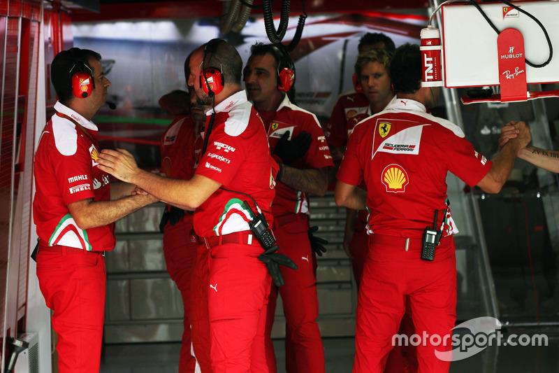 Ferrari mechanics dueing qualifying