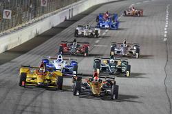 Restart: James Hinchcliffe, Schmidt Peterson Motorsports Honda leads