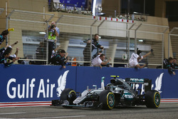Il vincitore della gara Nico Rosberg, Mercedes AMG F1