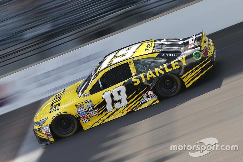 35. Carl Edwards, Joe Gibbs Racing, Toyota (Crash)