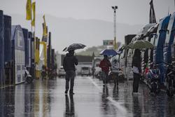 Regen in de paddock van Mugello