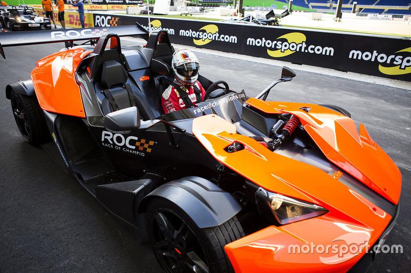 Sebastian Vettel en el KTM X-Bow Comp R