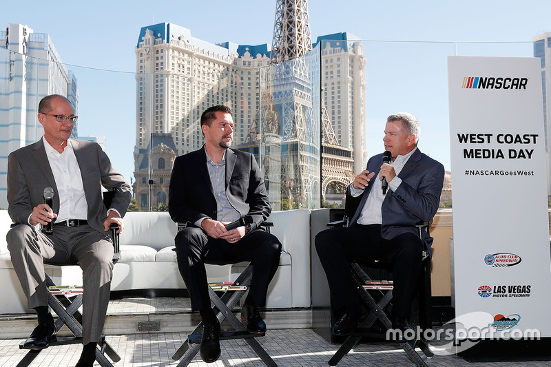 NASCAR presidentes de circuitos Bryan Sperber (Phoenix Raceway), Dave Allen (Auto Club Speedway), y Chris Powell (Las Vegas Motor Speedway)