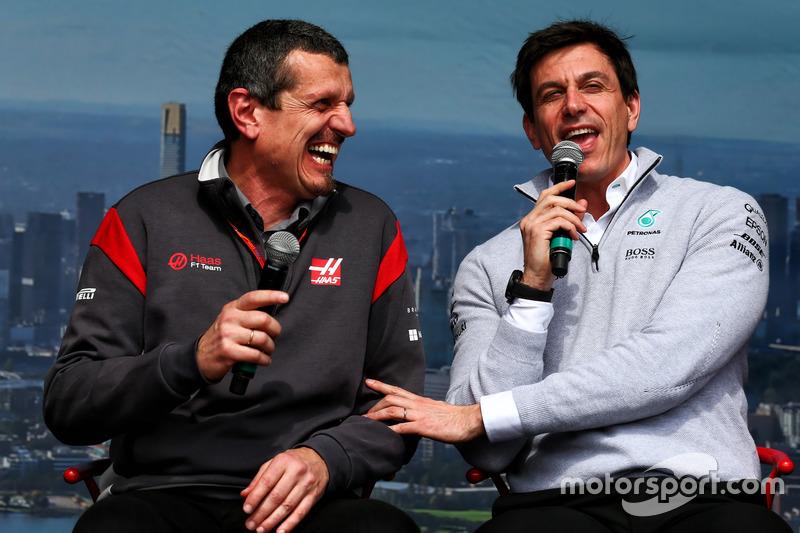 Günther Steiner, Haas F1 Team, mit Toto Wolff, Mercedes-Sportchef
