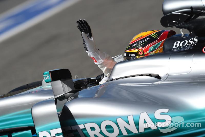 Lewis Hamilton, Mercedes-Benz F1 W08 saluda