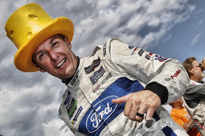 Подіум у класі GTLM: переможець Джоі Хенд, Chip Ganassi Racing Ford