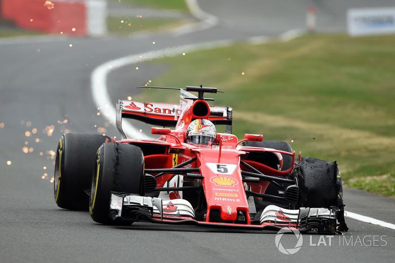 Sebastian Vettel, Ferrari SF70H con lo pneumatico anteriore delaminato