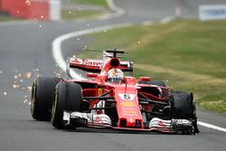 Sebastian Vettel, Ferrari SF70H con un neumático delantero dañado