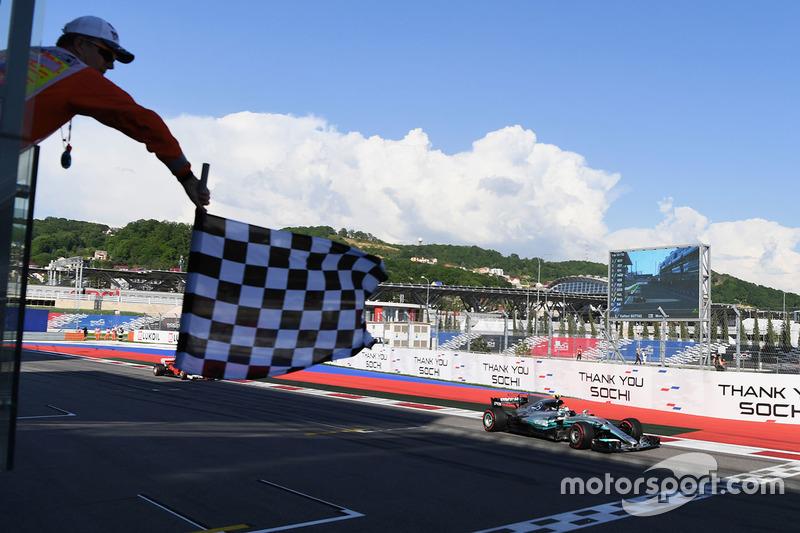 A grande reação veio na Rússia. Ele assumiu a liderança na largada, dominou de ponta a ponta e venceu pela primeira vez na F1.