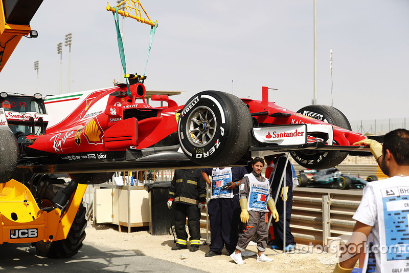 Car of Kimi Raikkonen, Ferrari SF70H, after engine issues