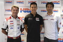 Lucio Cecchinello, le patron du LCR Honda Team, Takaaki Nakagami, et Tetsuhiro Kuwatam, le directeur de HCR