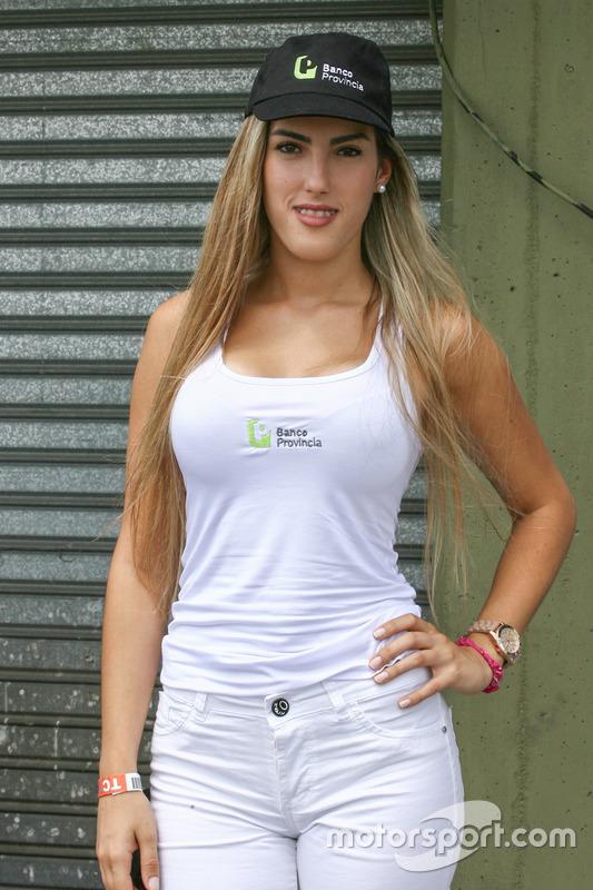 Chica de la parrilla Argentina Banco Provincia