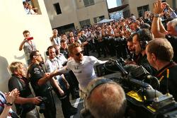 Jenson Button, McLaren receives a guard of honour