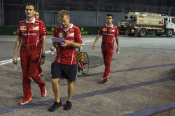 Sebastian Vettel, Ferrari walks the track, Riccardo Adami, Ferrari Race Engineer