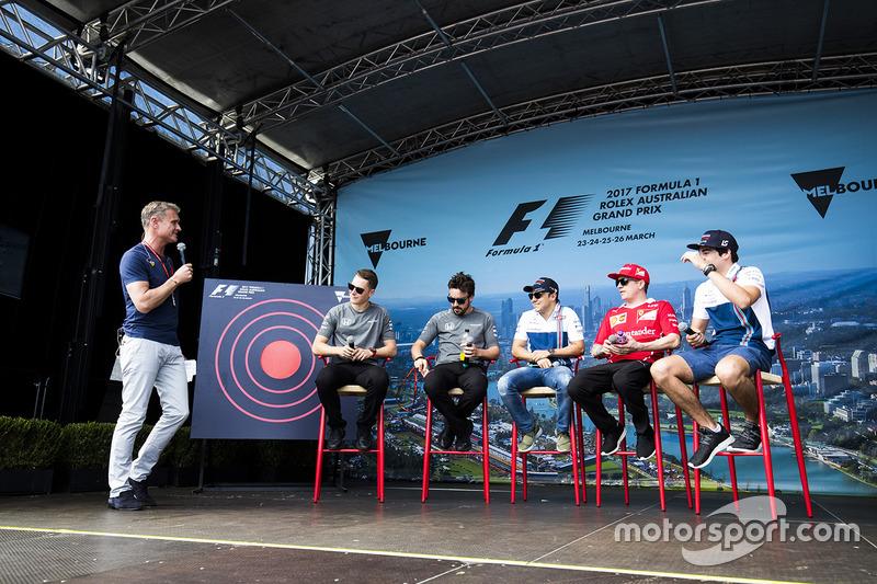 David Coulthard mit Stoffel Vandoorne, McLaren; Fernando Alonso, McLaren; Felipe Massa, Williams; Ki