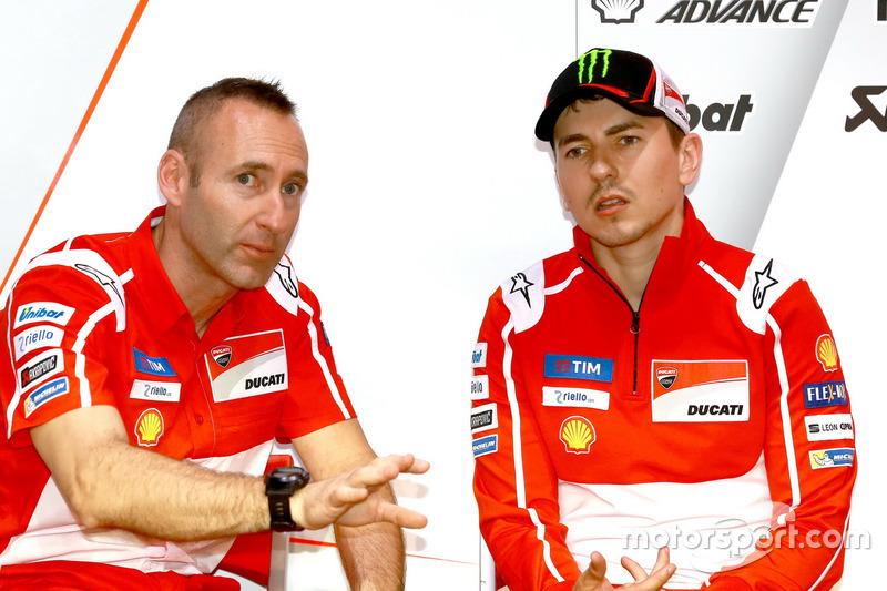 Jorge Lorenzo, Ducati Team, mit Crewchief Christian Gabarrini