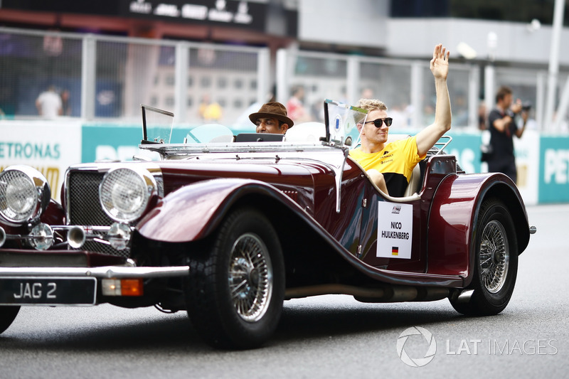 Nico Hulkenberg, Renault Sport F1 Team, waves from a Panther J72 on the drivers parade
