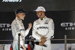Podium : le vainqueur Valtteri Bottas, Mercedes AMG F1, le deuxième, Lewis Hamilton, Mercedes AMG F1