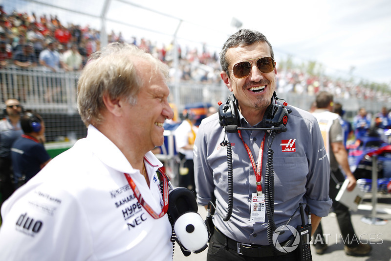 Bob Fernley, Deputy Team Principal, Force India, and Guenther Steiner, Team Principal, Haas F1, on t