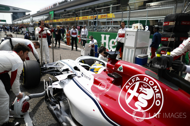 Marcus Ericsson, Sauber C37 Ferrari, in griglia