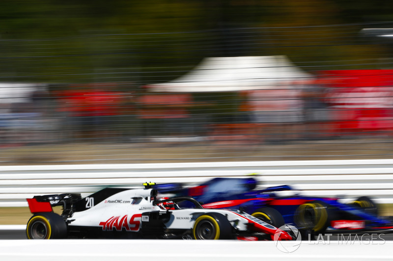 Kevin Magnussen, Haas F1 Team VF-18, and Pierre Gasly, Toro Rosso STR13